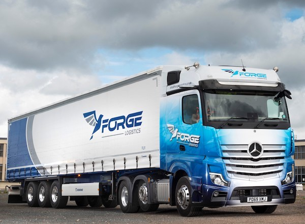 Operator adds Krone theft-resistant curtainsider for busy parcel work