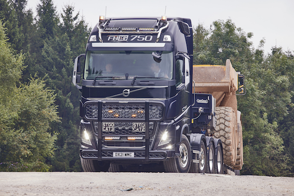 FLAGSHIP VOLVO FH16 POWERS INTO SERVICE AT PAUL CHAPMAN & SONS